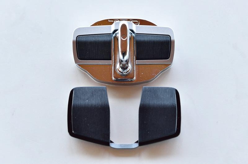 ドアスタビライザーはボディ側のストライカーにスライド機構を備えるスペーサーを設定。ドアとボディの隙間を常にゼロに保つようにしてボディ剛性を強化