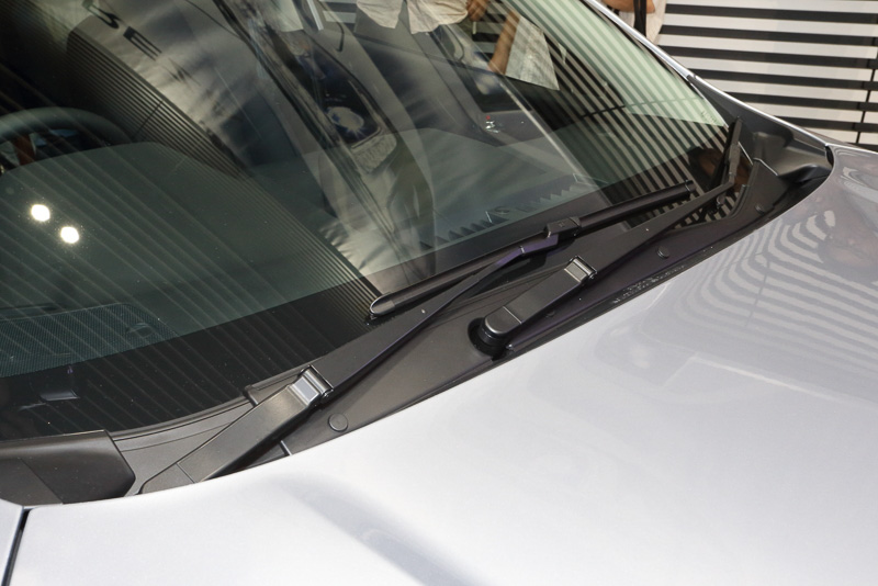 スバル初となる「歩行者保護エアバッグ」が全車標準装備される