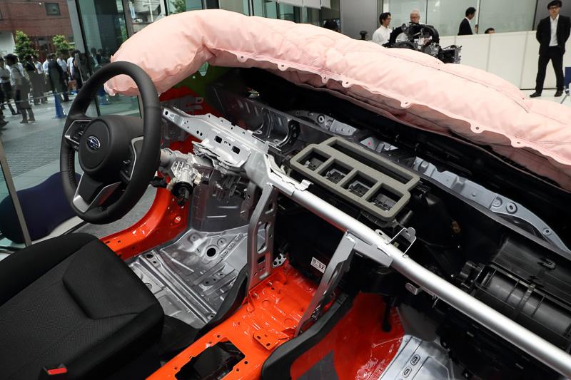 4ドアセダン「インプレッサ G4」のプロトタイプモデル