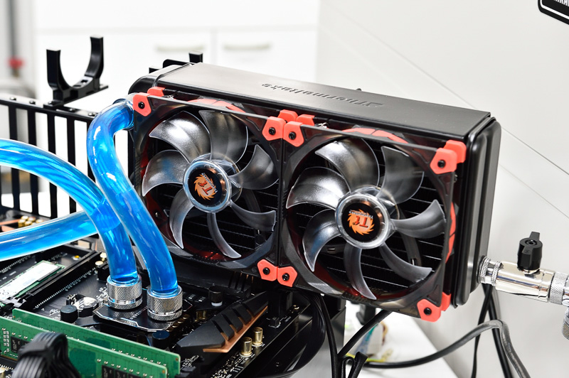 なるべく温度を高めたくて、ラジエターの放熱用電動ファンを停止させる