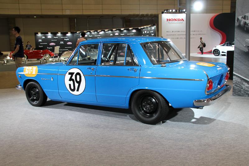 プリンス・スカイラインGT 第2回日本グランプリ GT-IIレース仕様車 S54A-1型(1964年)。ボディサイズは4255×1495×1410mm(全長×全幅×全高)、ホイールベース2590mm。車両重量は980~1008kg。最高出力は110kW(150PS)/6800rpm、最大トルクは176Nm(18.0kgm)/4800rpm