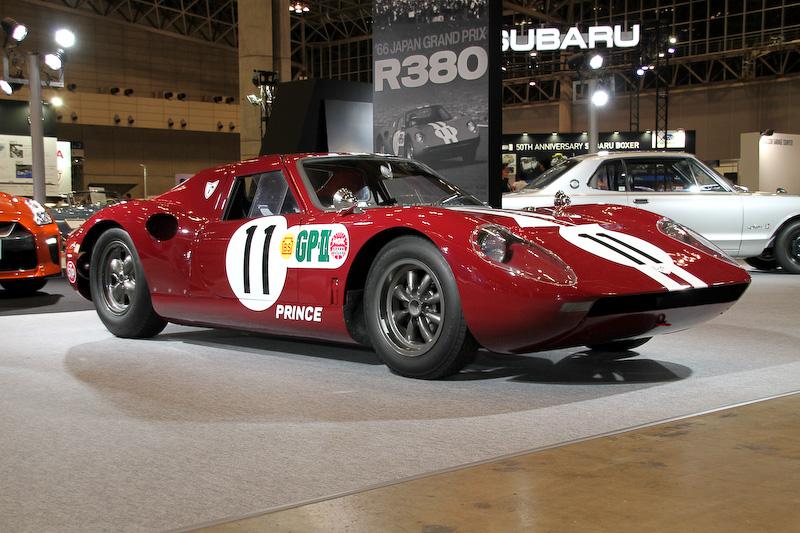 戦後日本初のプロトタイプレーシングカー「プリンスR380-AI」。展示車両は第3回日本グランプリ GPレース総合優勝車(1966年)で、直列6気筒DOHC 2.0リッター「GR8」エンジンは最高出力147kW(200PS)以上/8400rpm、最大トルク172Nm(17.5kgm)以上/6400rpmを発生。ボディサイズは3930×1580×1035mm(全長×全幅×全高)、ホイールベース2360mm。車両重量は620kg