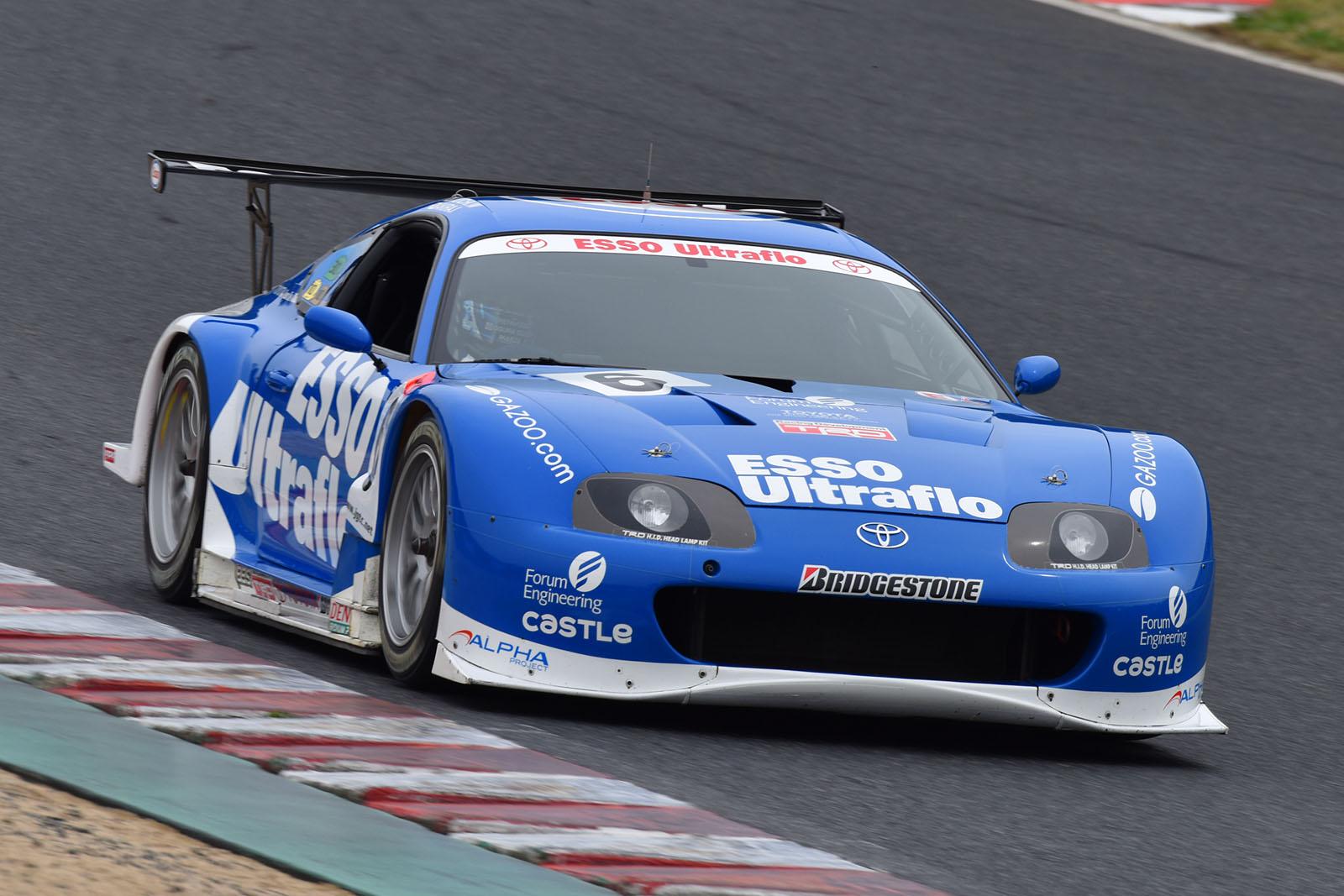 2016年のSUPER GT開幕戦 岡山で脇阪氏がドライブを披露した「ESSO Ultraflo スープラ」が鈴鹿1000kmの関連イベントでもデモランを行なう