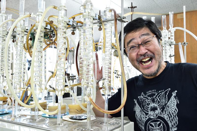 クーラントなどの液体の試験に使用する器材。一定温度、一定濃度を保てるようになっている。格好いい!