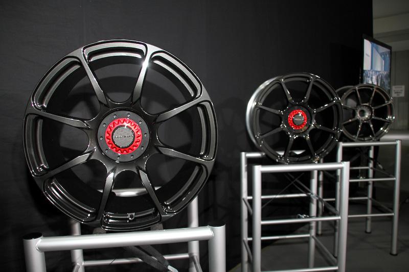 ホンダアクセスがスポンサードするSUPER GTチームへ2014年から供給しているホイールのレプリカモデル「Modulo アルミホイール MR-R03」
