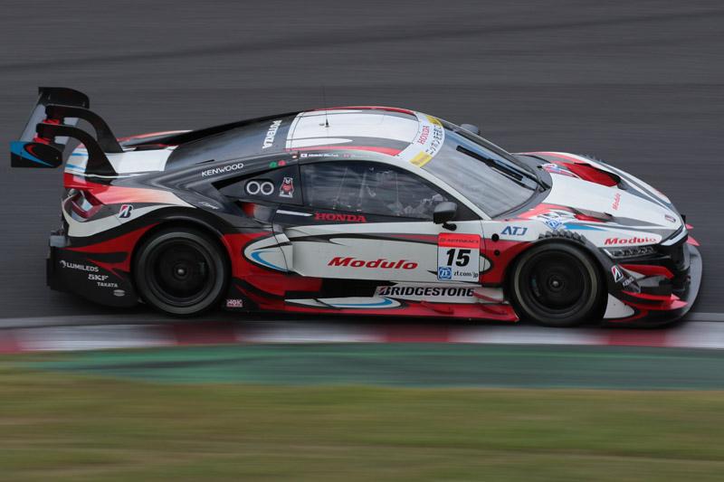2016年シーズンのSUPER GTで、ホンダ勢初のポール獲得となった15号車 ドラゴ モデューロ NSX CONCEPT-GT(武藤英紀/オリバー・ターベイ組)。1分47秒456で、鈴鹿サーキットのGT500コースレコードとなった