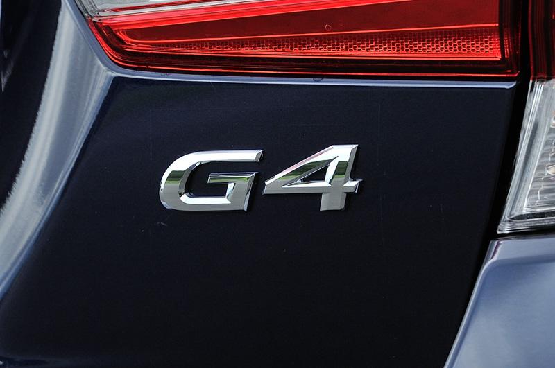 トランクリッドやフロアマットにG4のロゴマークを設置