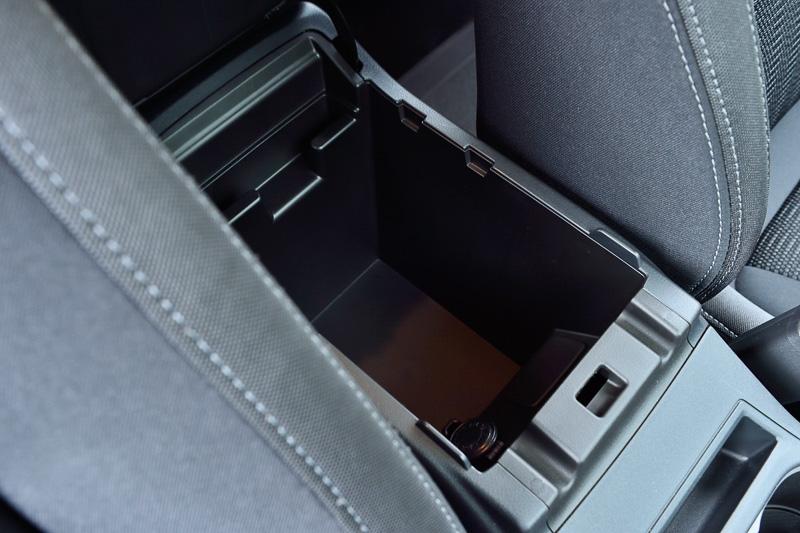 コンソールボックス内にDC12V/120W電源ソケットを配置