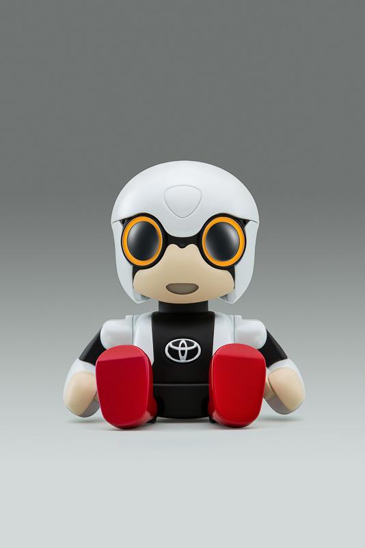 第44回東京モーターショー2015で世界初公開された「KIROBO mini」