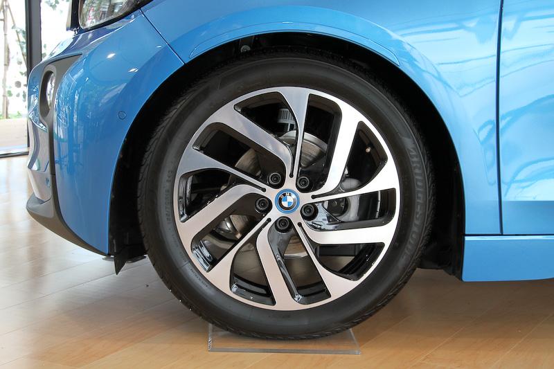 足下は19インチアルミホイールとブリヂストン「エコピア EP500」の組み合わせ。タイヤサイズはフロント155/70 R19、リア175/60 R19
