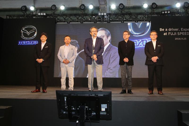 開会式には5名の役員が登壇し、マツダ株式会社 執行役員の藤原清志氏が代表して挨拶を行なった