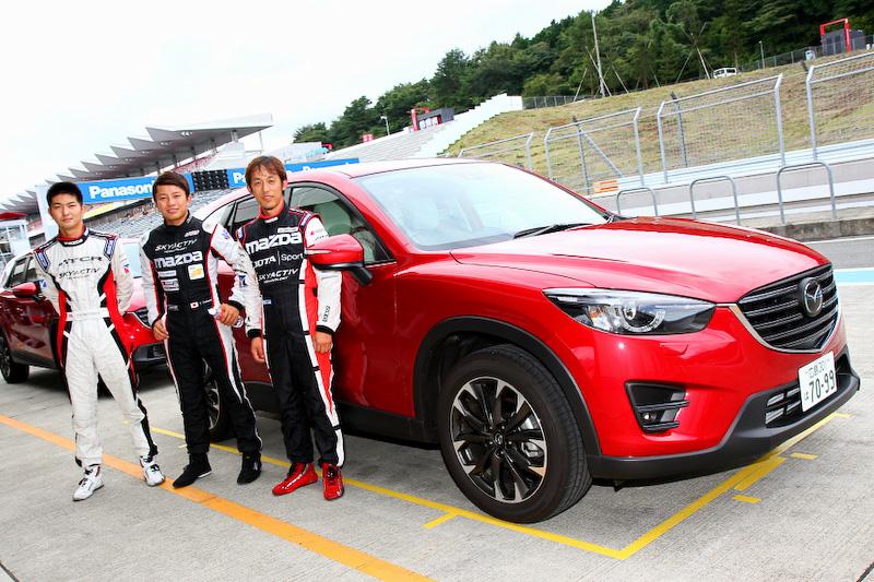 サーキット走行体験では、スーパー耐久シリーズなどに参戦している現役のレーシングドライバーがステアリングを握った