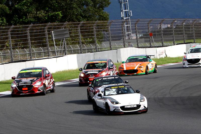 サバンナ RX-3やRX-7、グラチャンマシン、現役のレースカーなど約20台のマシンが実走してデモレースを実施した