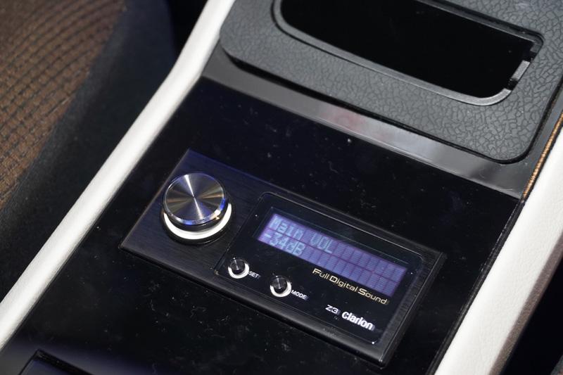 音源からスピーカーまでの完全デジタル再生を実現する車載用Full Digital Soundシリーズ(センターユニット「MAX776W」+「Z3」(サウンドプロセッサー/コマンダー/ツィーター)+「Z7」(フルデジタルスピーカー2本一組)+「Z25W」(フルデジタルサブウーファー)搭載デモカー
