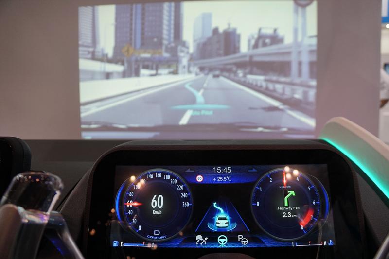 自動運転車社会に向けたHMI技術を体験できるスマートコックピット