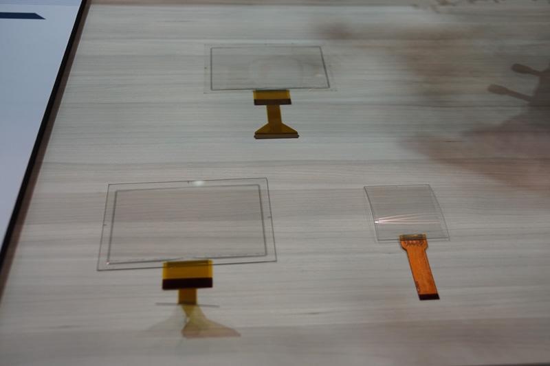 車載向けもターゲットにしている曲面加工にも対応するデザインフリーのタッチセンサーを展示