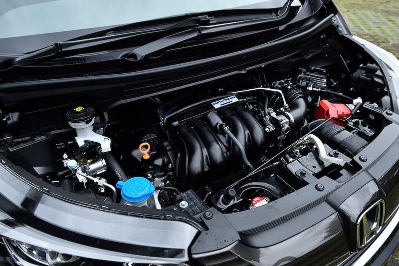 直列4気筒DOHC 1.5リッター「L15B」エンジンは最高出力96kW(131PS)/6600rpm、最大トルク155Nm(15.8kgm)/4600rpmを発生。JC08モード燃費はガソリン車すべてで19.0km/Lをマークする