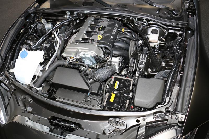 エンジンは2.0リッターガソリンの「SKYACTIV-G 2.0」を搭載。日本仕様のロードスターRFでもSKYACTIV-G 2.0がラインアップされるという
