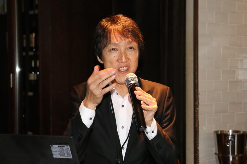 マツダ株式会社 デザイン本部 ブランドスタイル統括部 主幹 田中秀昭氏。かつては「M2」で「ユーノス ロードスター」をベースとした「1001」「1028」のデザインも手がけている
