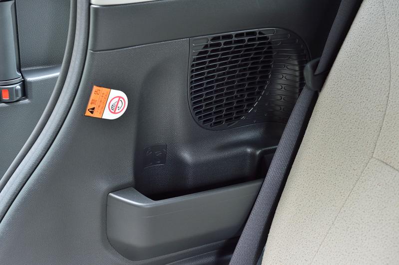 車内にはムーヴ譲りの多彩な収納スペースを用意