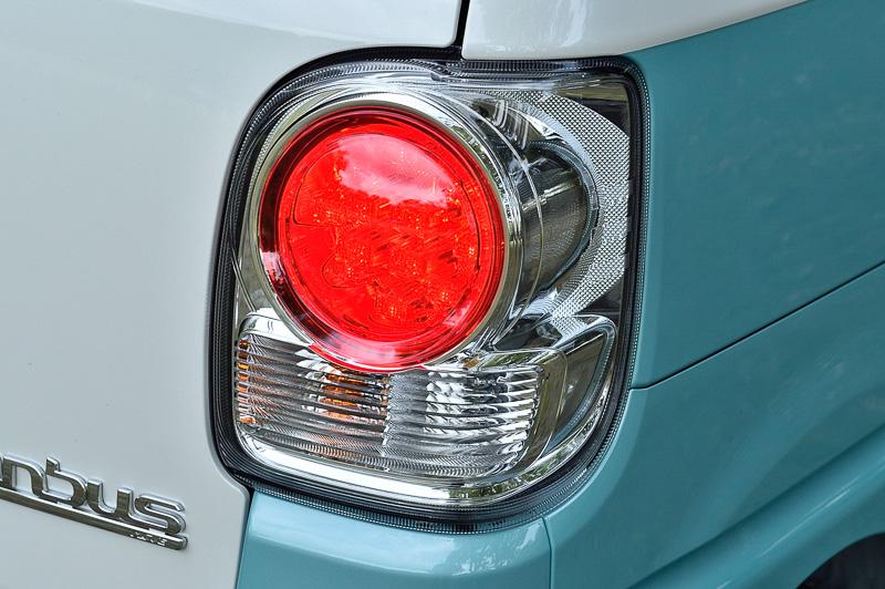 リアコンビネーションランプの点灯パターン