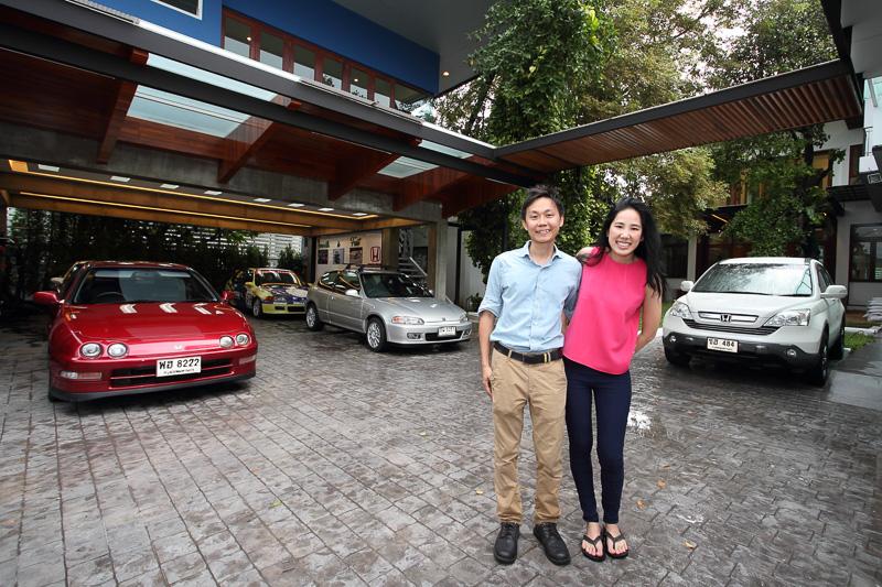 5台のホンダ車を所有するナタワット・ドゥラヤーピラディットさんと奥様