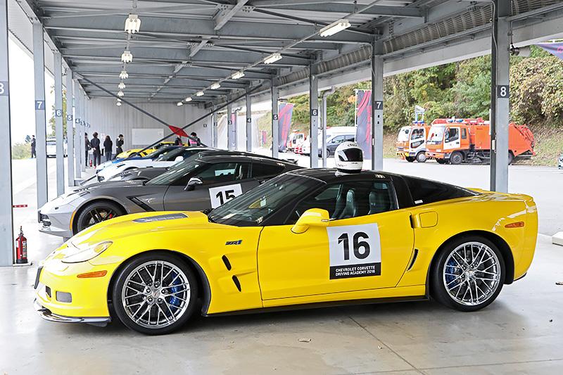 ショートコースではプロドライバー先導でコース取りを学ぶカリキュラムを実施