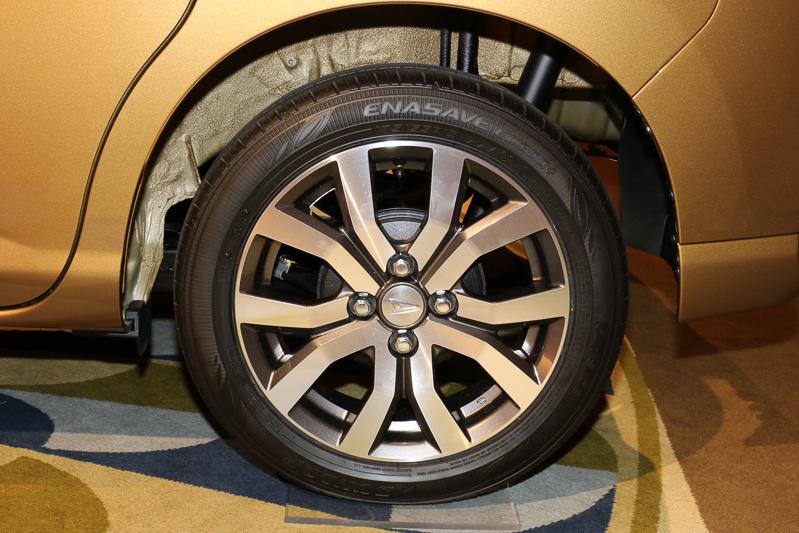 """トール カスタムGターボ""""SA II""""のタイヤ&ホイール。タイヤサイズは175/55 R15S"""