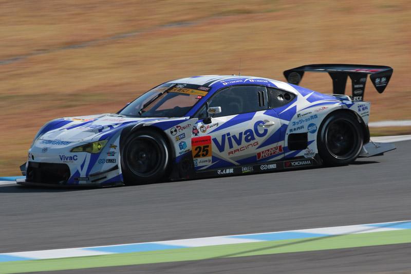 最終戦を優勝し、シリーズタイトルも獲得した25号車 VivaC 86 MC(土屋武士/松井孝允組)
