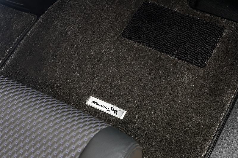 フロアカーペットマットもModulo X専用品(アルミ製エンブレム付)