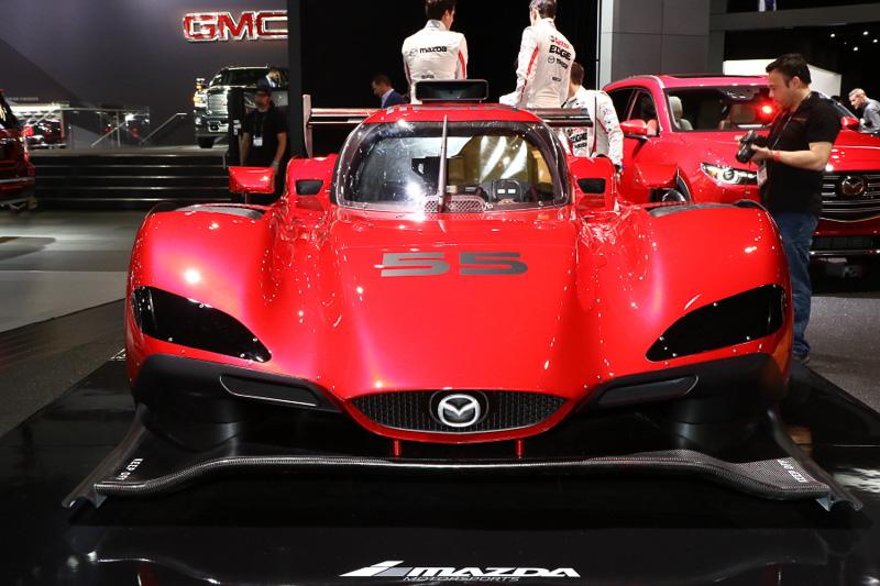 市販車のデザインを手掛けるマツダデザインチームがスタイリングを監修したRT24-Pは、RX-VISIONを彷彿とさせる魂動デザインを反映している。デビュー戦は2017年1月に開催されるデイトナ24時間レースになる