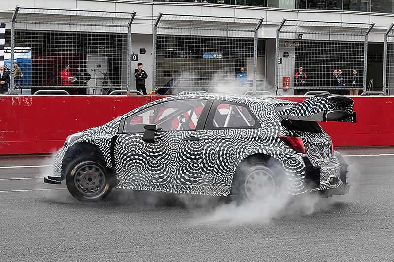 2017年FIA世界ラリー選手権に参戦するTOYOTA GAZOO Racingチーム代表 トミ・マキネン氏がテストカー「ヤリスWRCテストカー」のデモ走行を披露