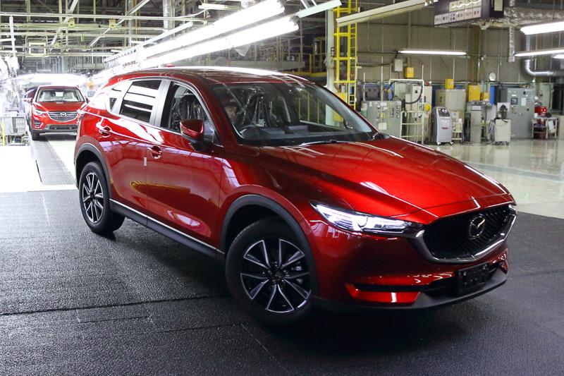 マツダ本社 宇品第2工場で生産を開始した新型「CX-5」。量産第1号車は日本仕様