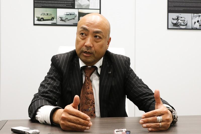 児玉主査は1991年にマツダに入社し、内装設計課 トリム開発Grに配属。その後、インパネ開発を経て2004年に開発推進部で「Mazda3」を担当。2006年からはフォードとの共同開発となる「BT-50」を受け持つ。2012年にまたMazda3を担当し、2014年2月からはMazda3の主査を勤める。CX-5の主査には2016年4月に着任した
