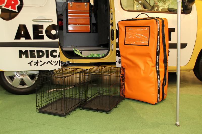 ペットを移動させる際のケージなど。ケージは車内に固定できるなど、安全面も考慮した作りになっている