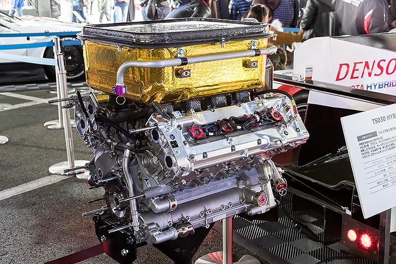 2012年からWECに参戦したTS030 HYBRIDの心臓部。3.4リッターガソリンエンジンとモーターの組み合わせ