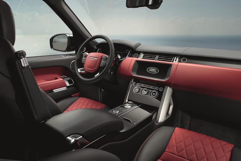 4色から選べるダイヤモンド・キルテッド・ステッチ入りのセミアニリンレザーシートなどで車内を演出