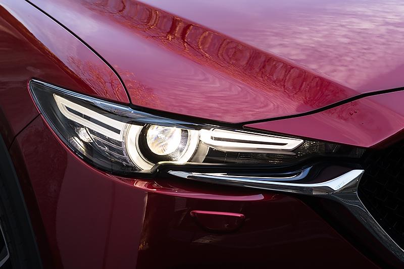 PROACTIVE系とL Package系はアダプティブ・LED・ヘッドライト(ALH)を標準装備。点灯パターンは順に消灯、ウインカー、ポジション、ロービーム、ハイビーム