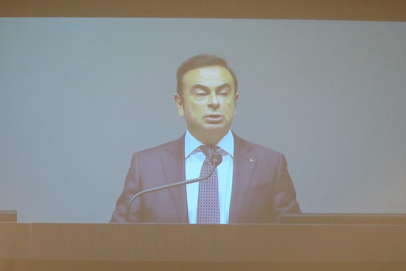臨時株主総会で選任され、三菱自動車工業株式会社 代表取締役会長に正式に就任したカルロス・ゴーン氏
