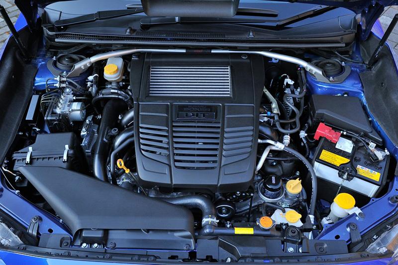 「FA20」型の水平対向4気筒DOHC 2.0リッター直噴ターボエンジンは最高出力221kW(300PS)/5600rpm、最大トルク400Nm(40.8kgm)/2000-4800rpmを発生。ベースモデルのS4と数値自体は変わらないが、エアクリーナーエレメントやマフラーの変更によって全開加速時のエンジントルクを最大で約10%向上させている