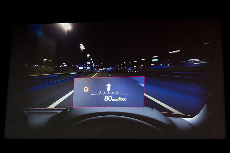 フロントウィンドウに情報を投影するアクティブドライビングディスプレイを新採用