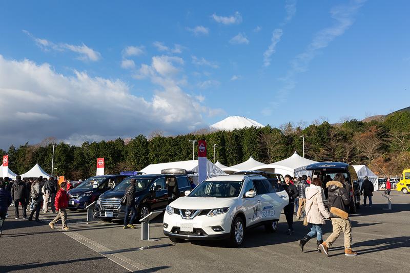 車両展示や物販が行なわれるステージイベントエリア