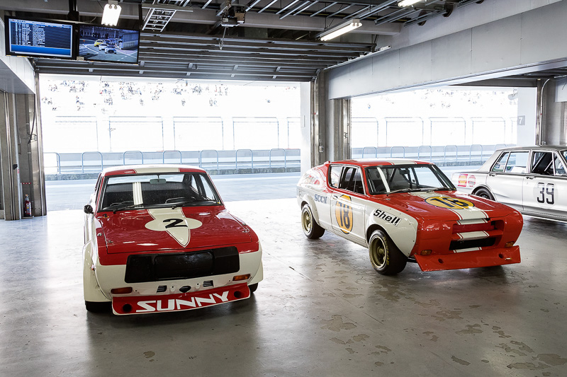 SUNNY EXCELLENT COUPE 1400GX(1973 左)とCHERRY COUPE 1200X-1(1973 右)