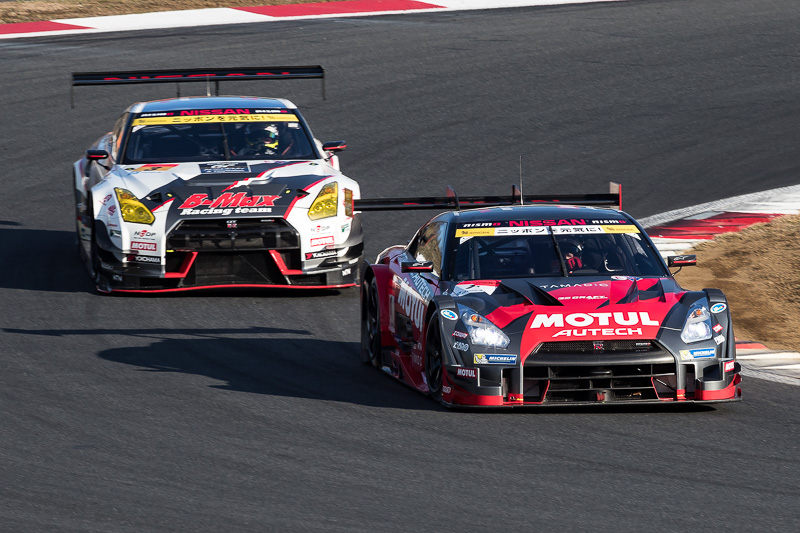 GT500勢が速さを見せるが、タイヤ交換やドライバー交代が必須となっていたため順位は混沌