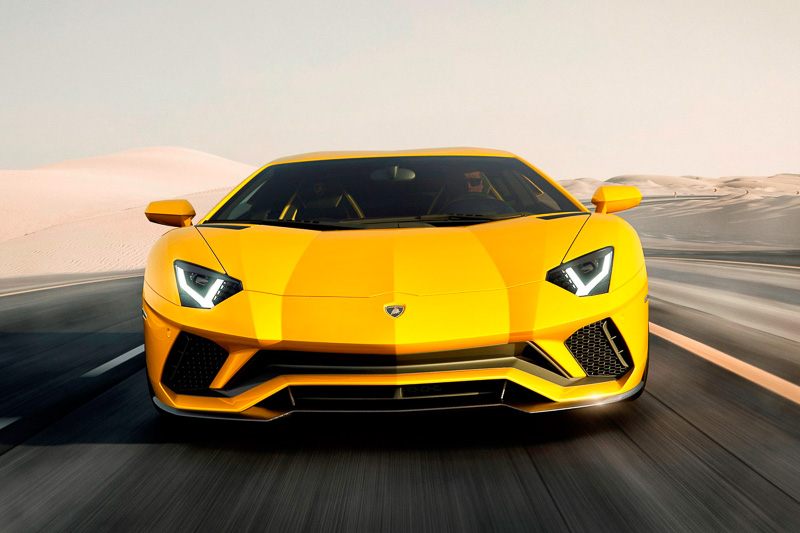 車両前後のデザインを変更して空力性能を大幅に変更したアヴェンタドール S