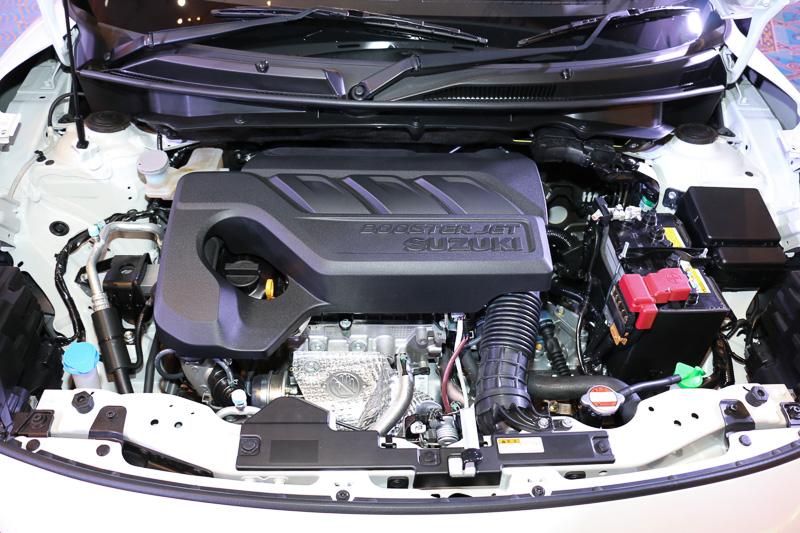 「RSt」に搭載する直列3気筒DOHC 1.0リッター直噴ターボ「K10C」型は最高出力75kW(102PS)/5500rpm、最大トルク150Nm(15.3kgm)/1700-4500rpmを発生
