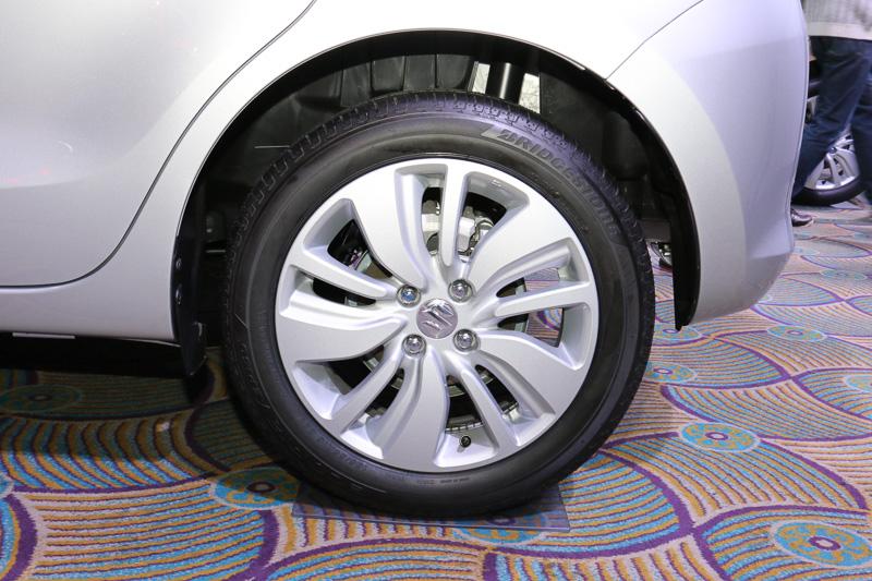 XLとHYBRID MLが装着する16インチアルミホイール。タイヤサイズは185/55 R16 83V