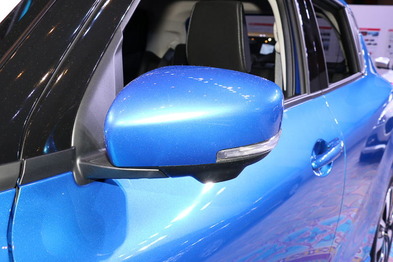 LEDサイドターンランプ付ドアミラーはXG以外のグレードに標準装備