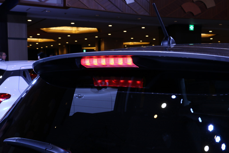 LEDのハイマウントストップランプは全車標準装備