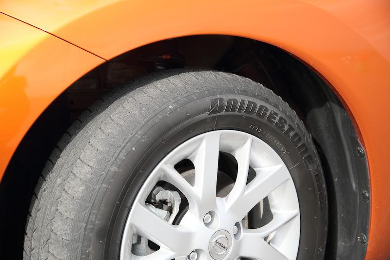 タイヤは185/65 R15サイズのブリヂストン「B250」を装着